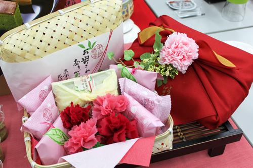 伊藤久右衛門 母の日特選花咲竹かごセット